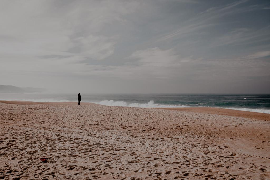 Surfing w Portugalii. Plaża w Nazare