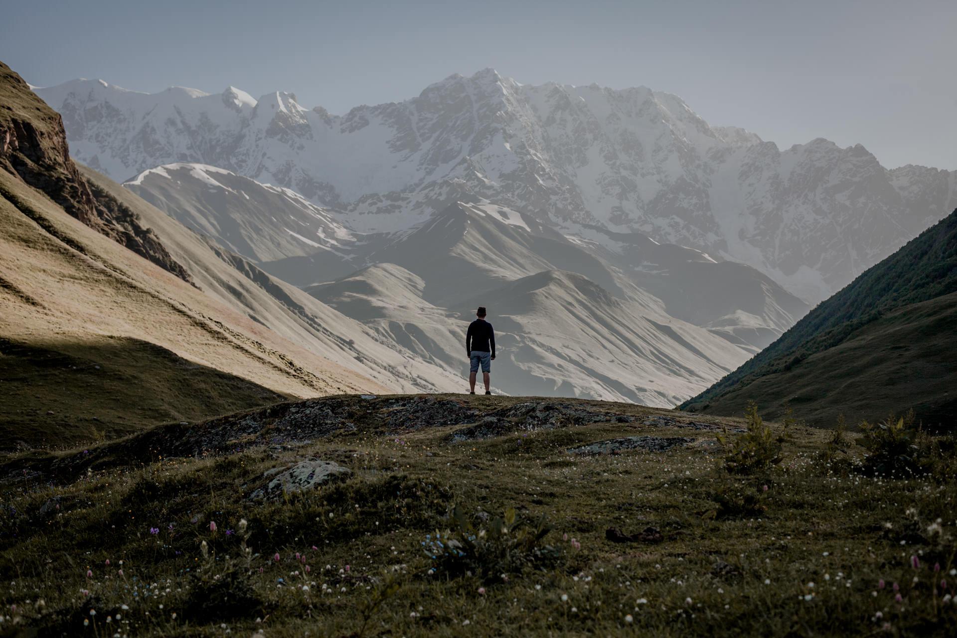 Szchara -góry w Gruzji. Swanetia