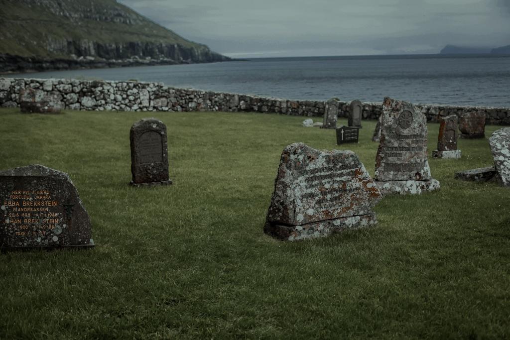 Najpiękniejsze miejsca na Wyspach Owczych, cmentarz na Kirkjubour