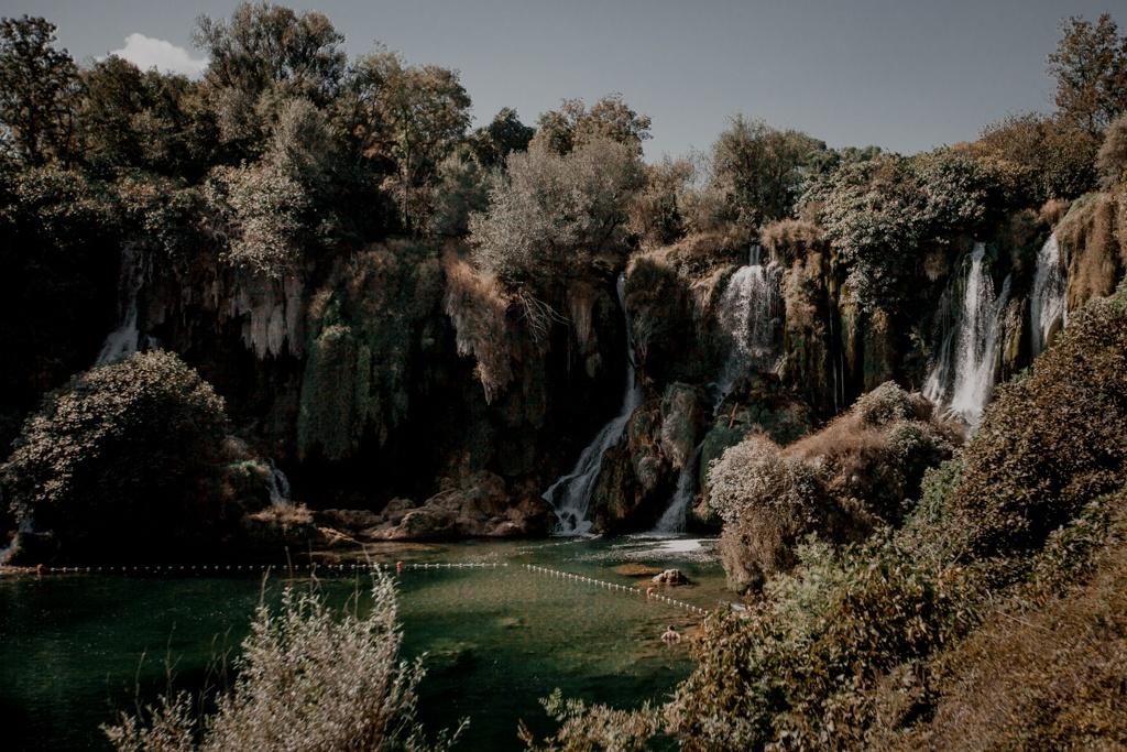 Wodospady Kravica. Bośnia i Hercegowina
