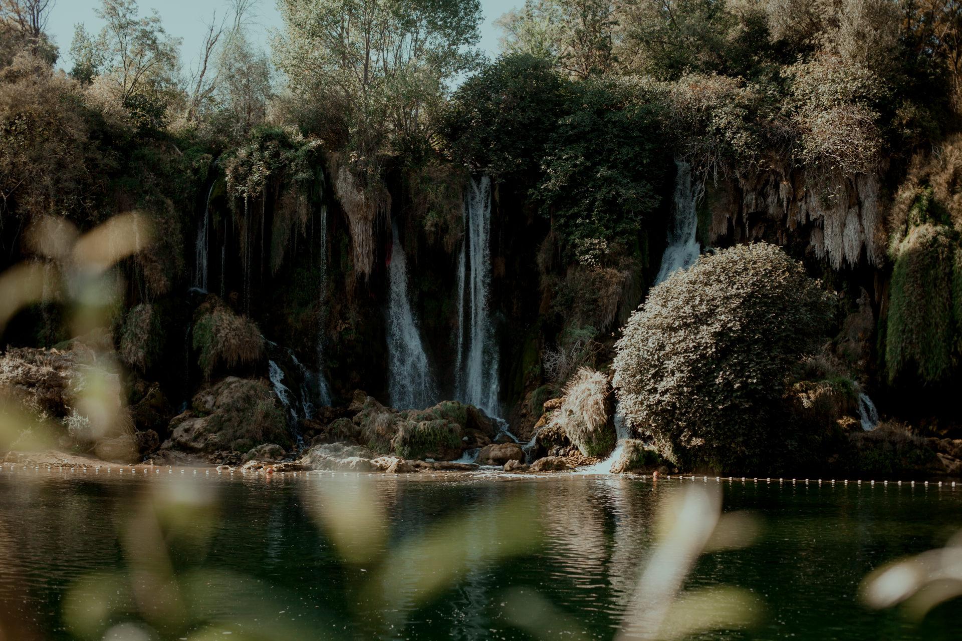 Wspaniałe miejsce na Wakacje z bajeczną wodą. Wodospady Kravica