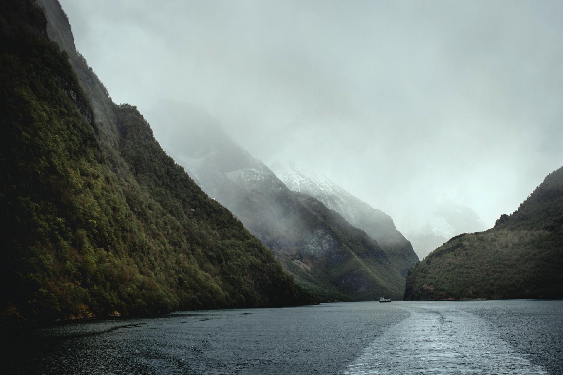 Sognefjord, Norwegia, Gudvangen, Naroyfjord, Bakka