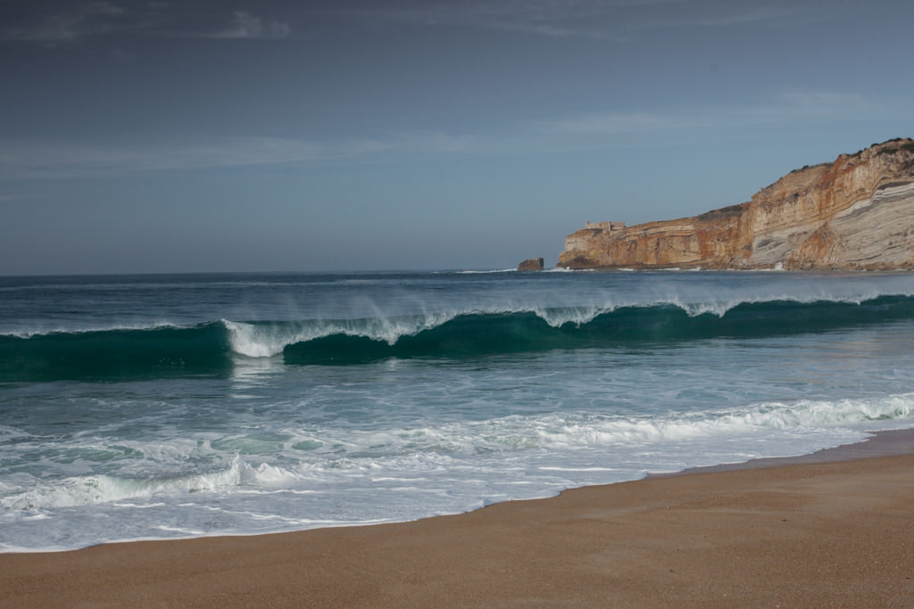 Najlepsze fale w Europie. Najlepsze portugalskie plaże w Nazare