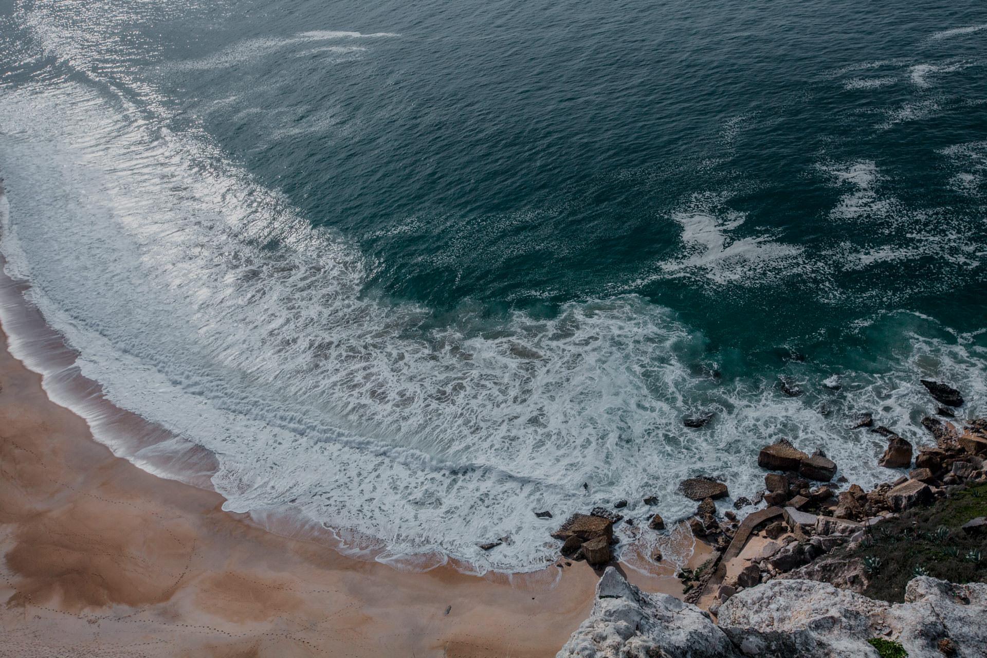Najlepsza plaża w Portugalii. Gdzie jechać do Portugalii? Surfing Portugal