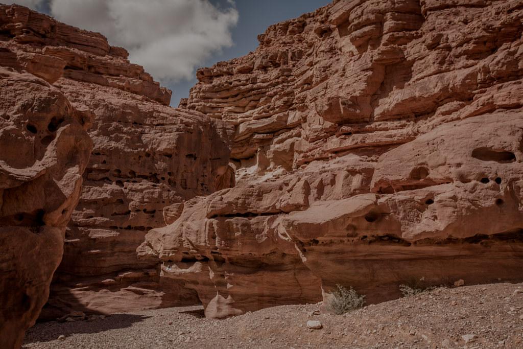 Żłobienia skalne. Red Canyon, Israel